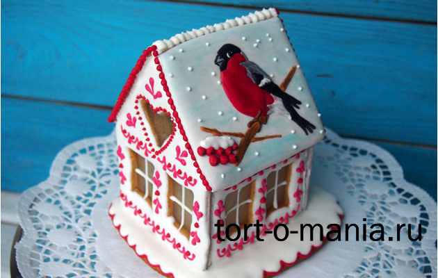 Пряничный домик со снегирем и рябиной