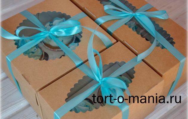 Банановые капкейки — маленькие коробочки-подарочки.