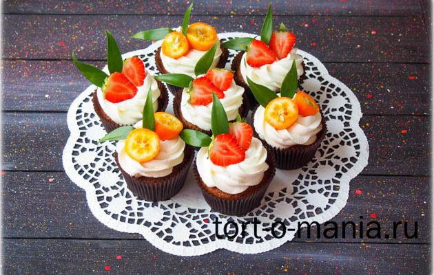 Морковные капкейки с карамелью и с ванильным кремом