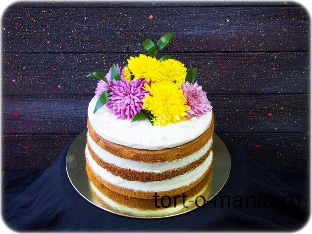 Торт с декором из живых цветов