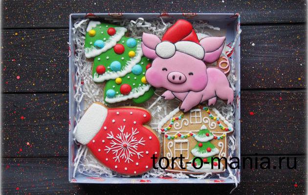 Новогодние пряники «Свинка в колпаке»
